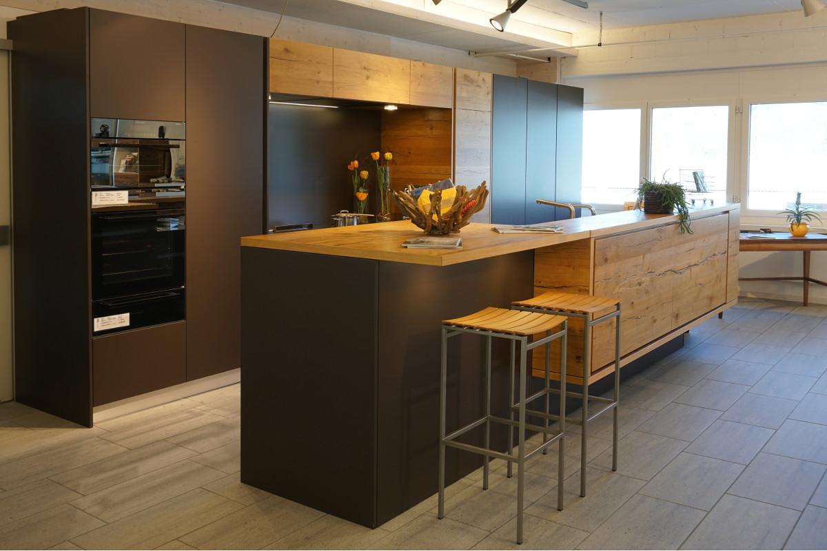 Ausstellungsküche terra braun, matt lackiert