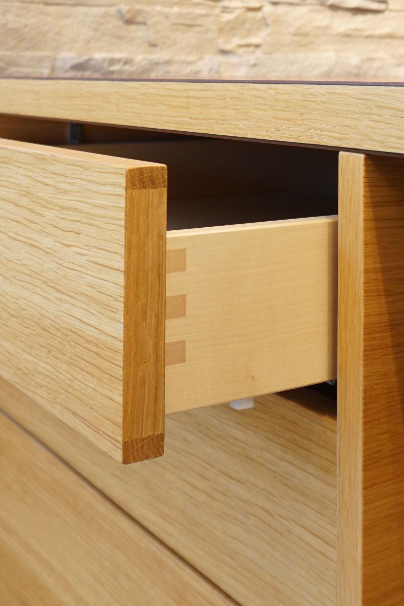 Schönes Detail: die gezinkte Schublade
