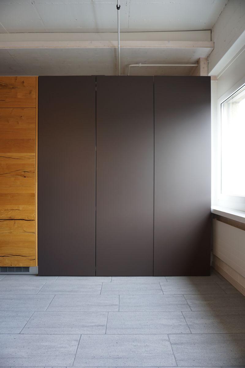 referenz objekt haushaltsschrank mit waschmaschine und tumbler arthur girardi ag die. Black Bedroom Furniture Sets. Home Design Ideas