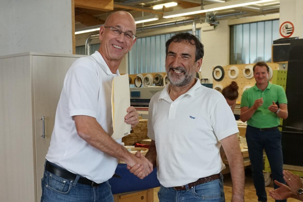 Rico Girardi verabschiedet Roman Gianola in den wohlverdienten Ruhestand