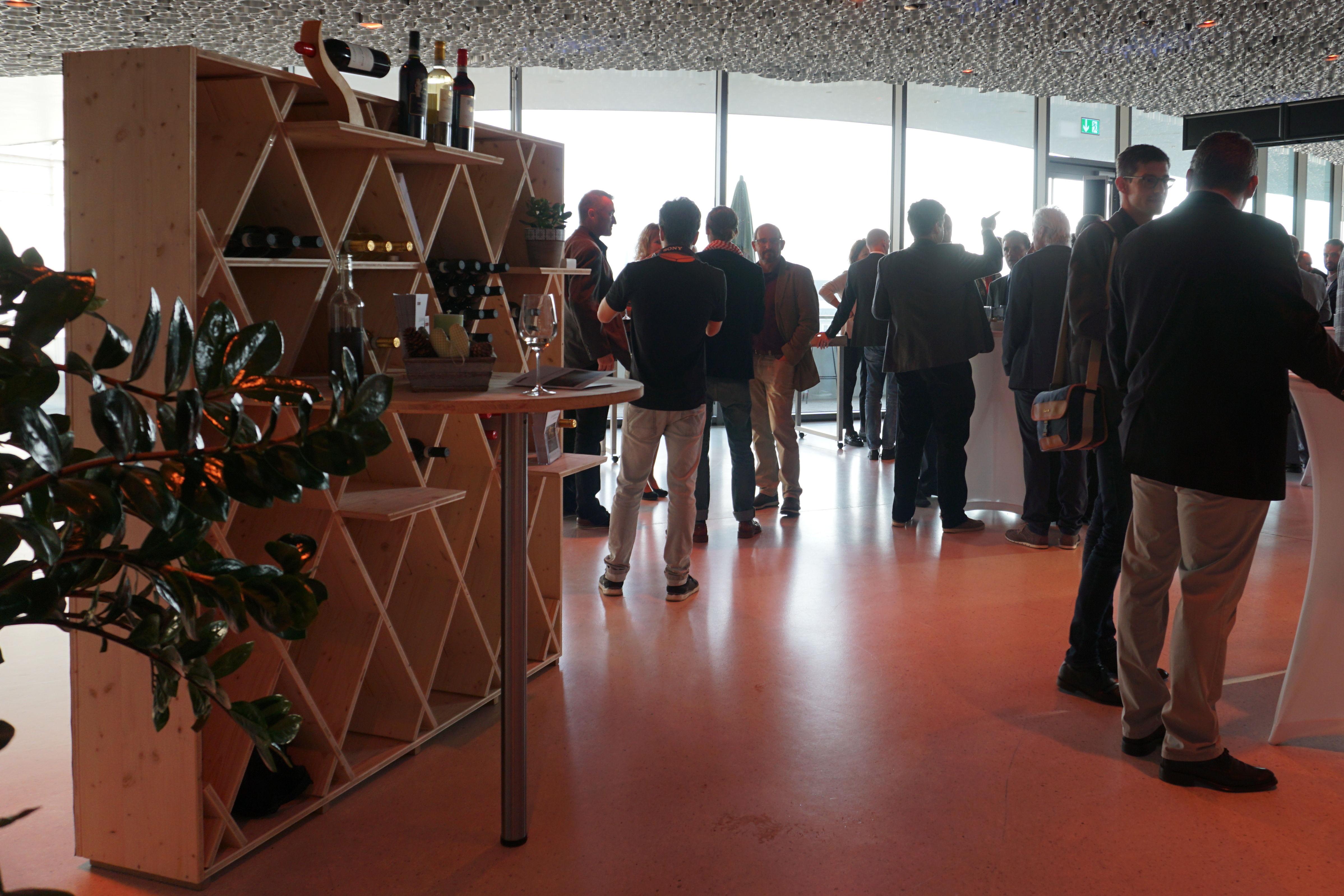 Im Foyer des Kursaals Bern durften wir unser Weinregal dem erlesenen Publikum präsentieren.