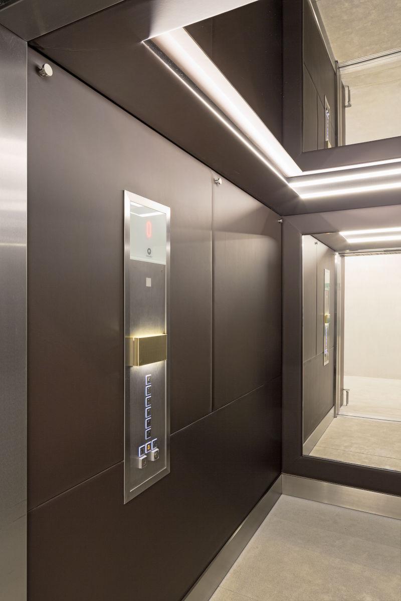 Lift mit Lederauskleidung (Fotografie Maximilian Meisse / Diethelm & Mumprecht Architektur)