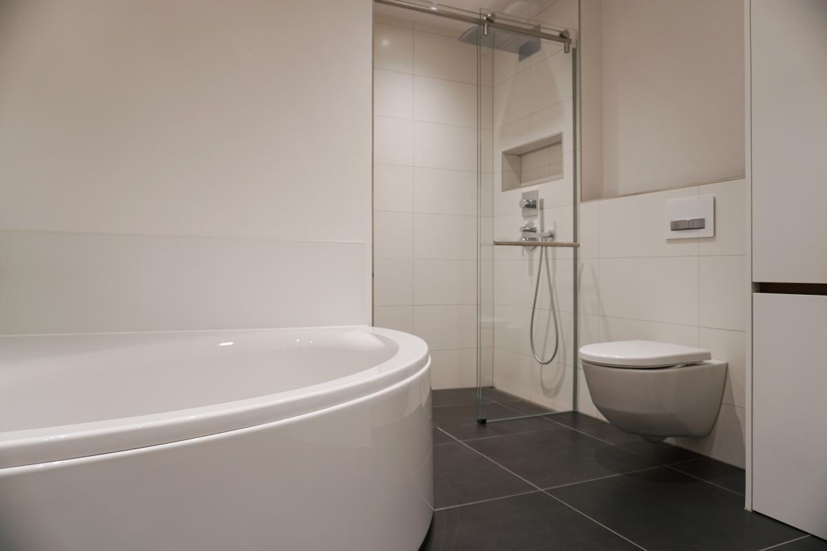 Badewanne, Dusche, WC