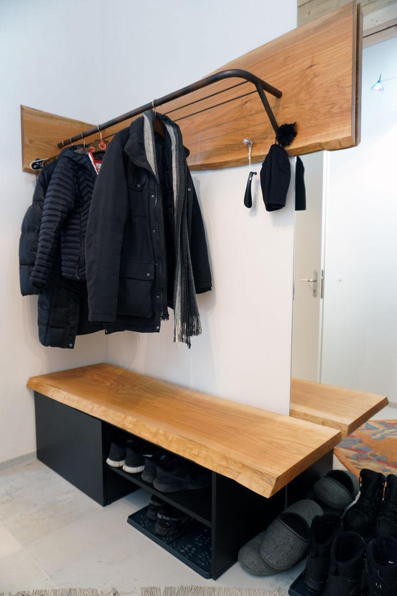 Garderobe aus massivem Kirschbaumholz