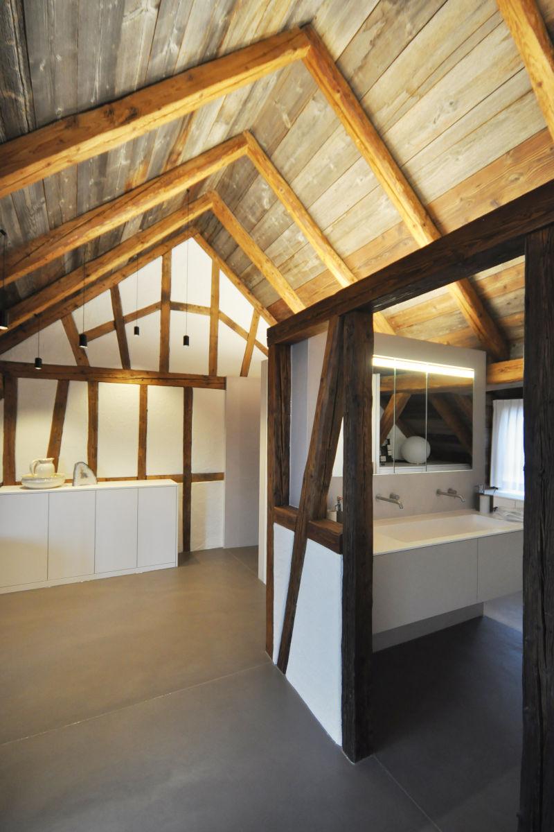 Badezimmer im alten Dachstock