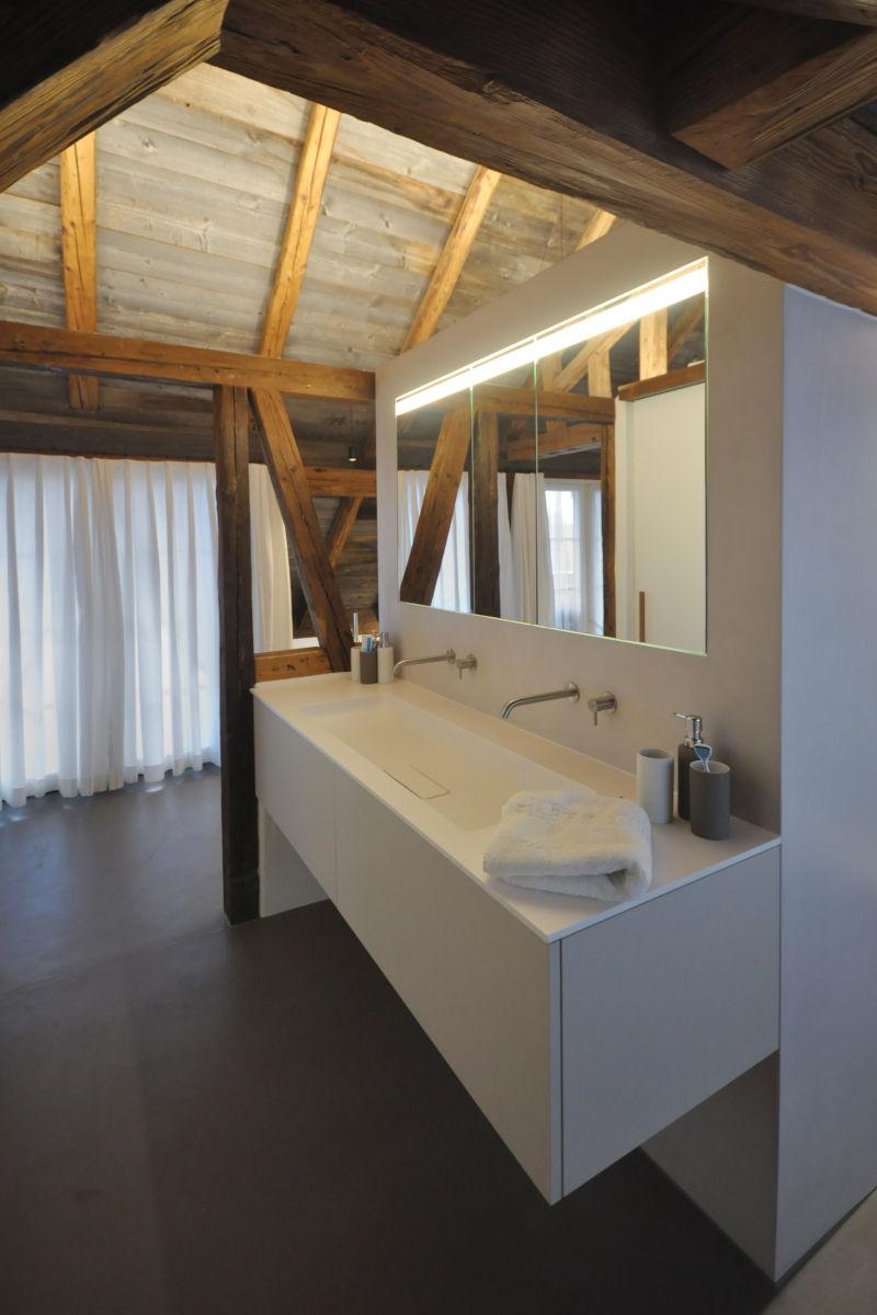 Badmöbel mit Lavabo und Spiegelschrank
