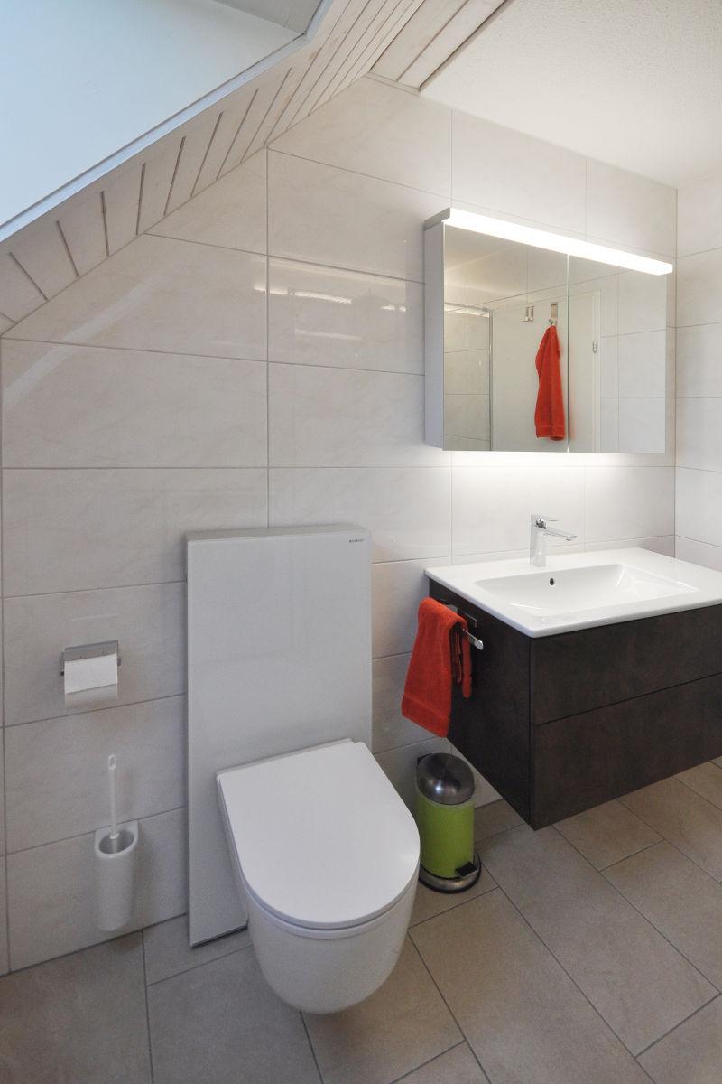 Neues Badezimmermöbel mit Waschbecken