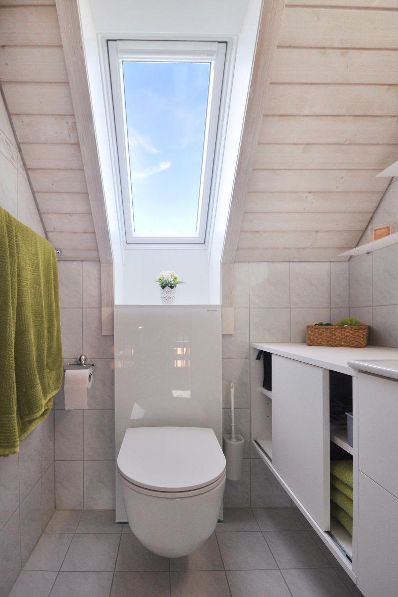 Das neue Gäste-WC mit neuem Waschtischmöbel.