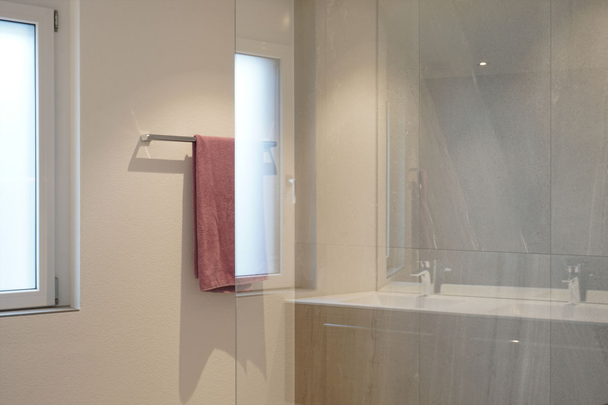 Glastrennwand zur Dusche