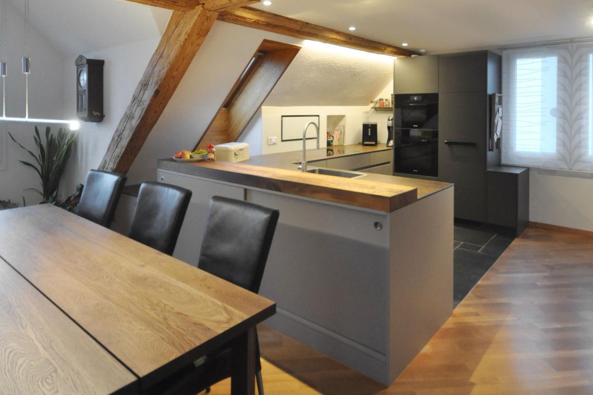 Elbau-Küche im Dachgeschoss