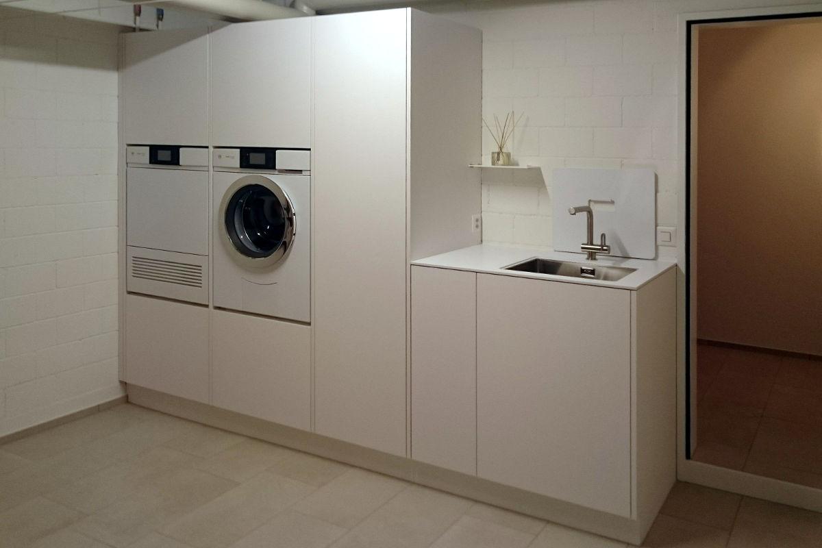 Schön und praktisch. Das Hauswirtschaftsmöbel für Waschmaschine und Trockner.