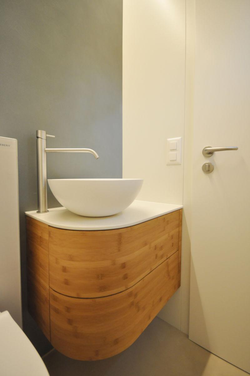 Das neue Waschtischmöbel mit abgerundeter Front in Naturholz