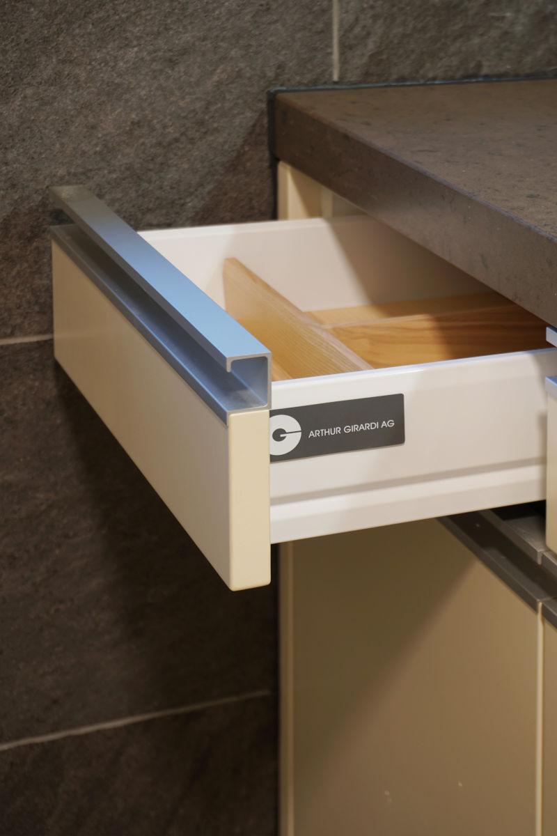 Schublade mit Besteckeinsatz