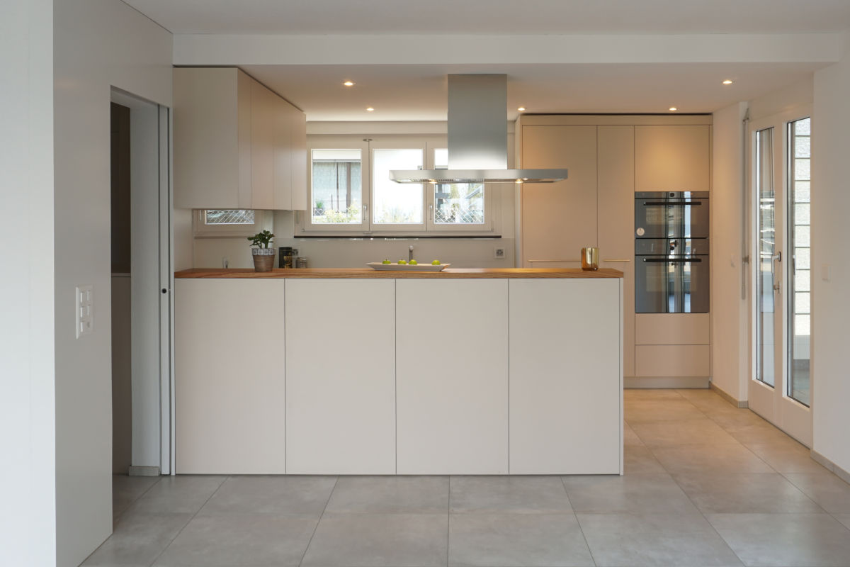 Sanierte Küche (frontal)