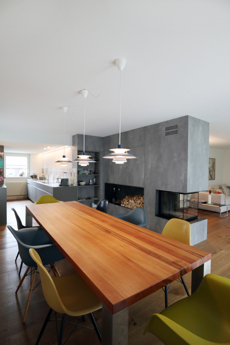 Das Chemine als zentrales Element in Wohn-/Esszimmer und Küche