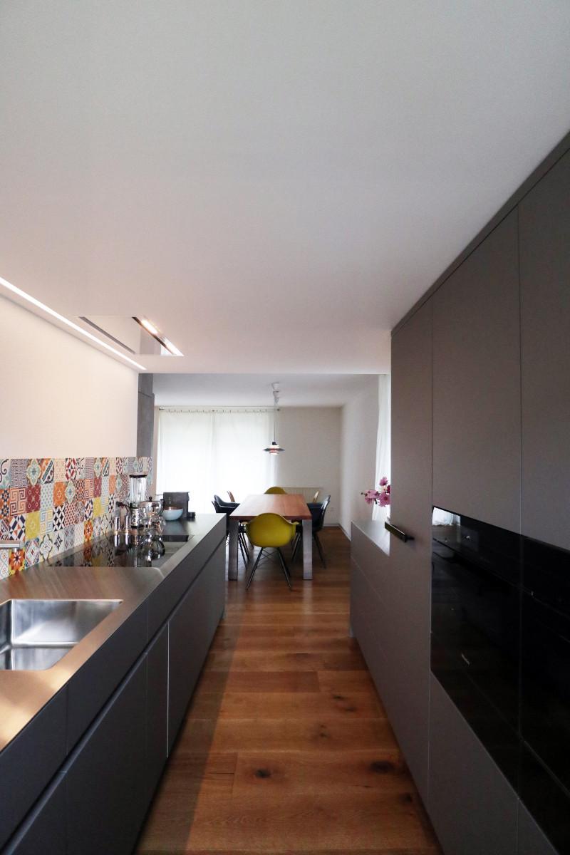 Blick aus der neuen Elbau-Küche Richtung Esszimmer.