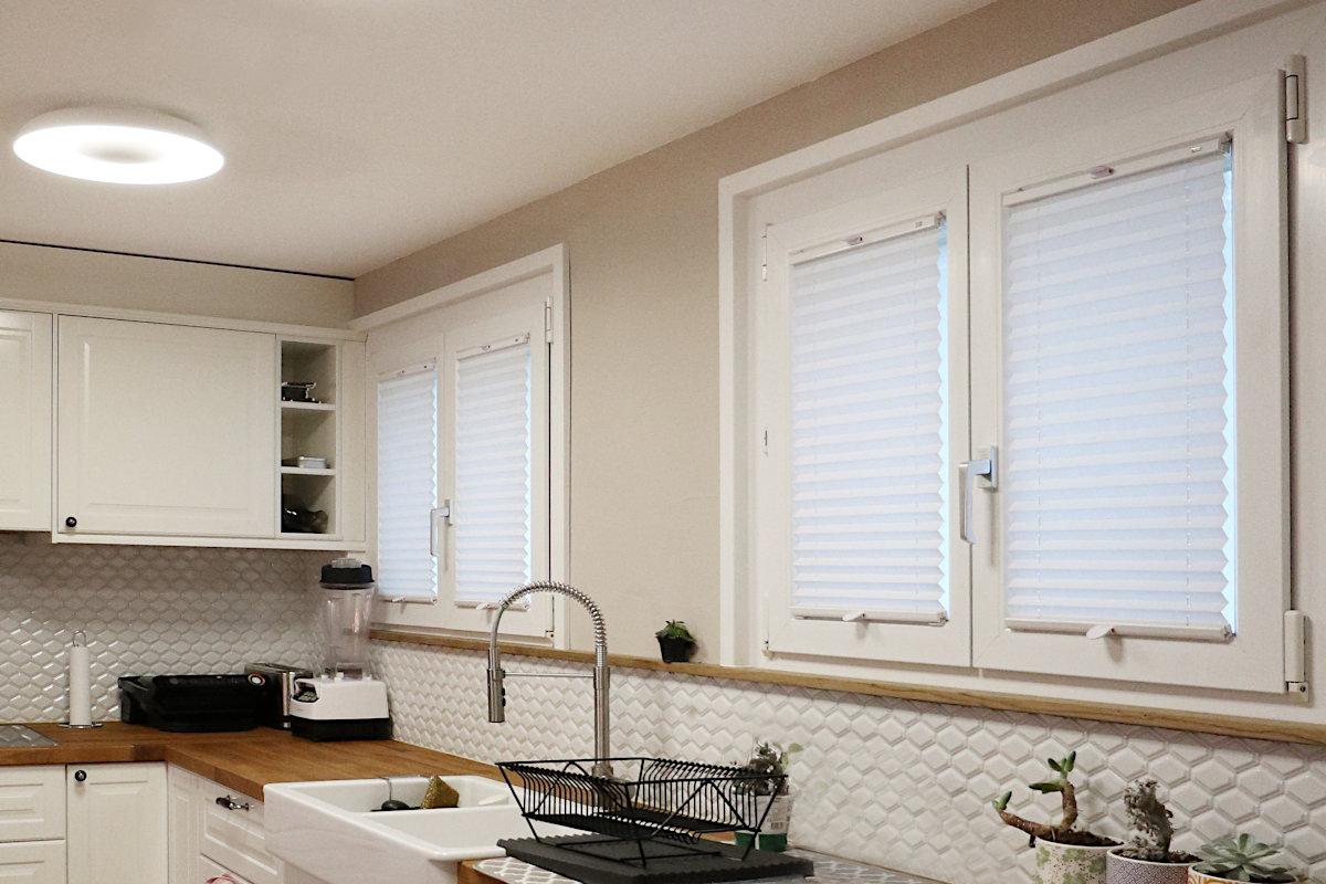 Neue Fensterrrahmen und -simse