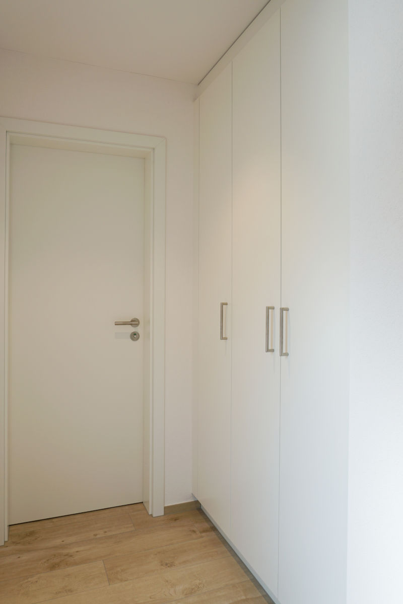 Garderobenschrank und Zimmertür