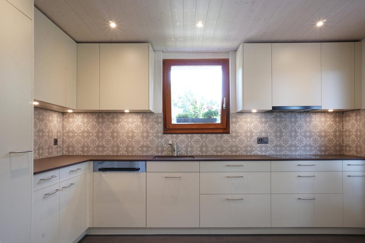 Neue Küche in natürlichen, hellen Farben