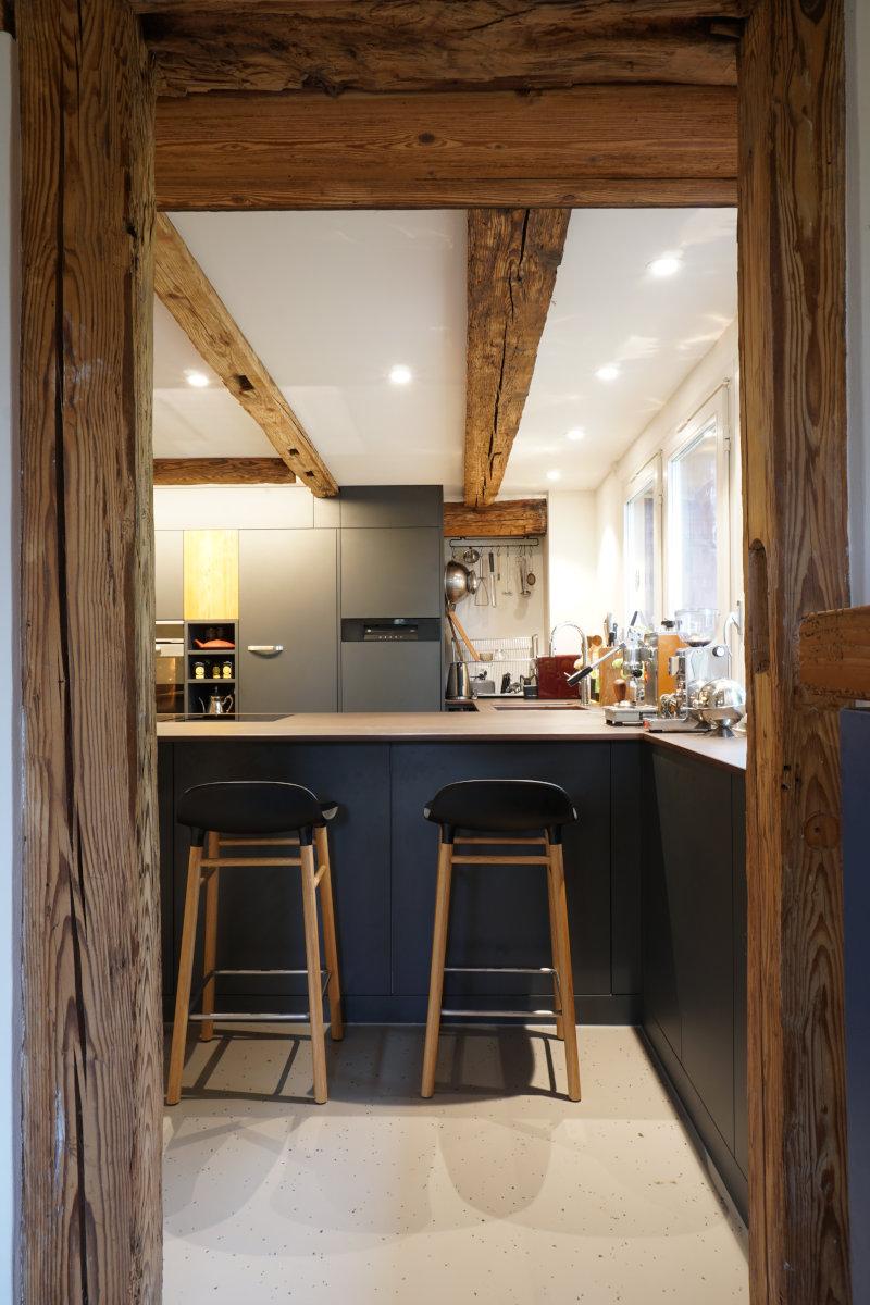 Der Blick vom Wohnzimmer in die Küche.