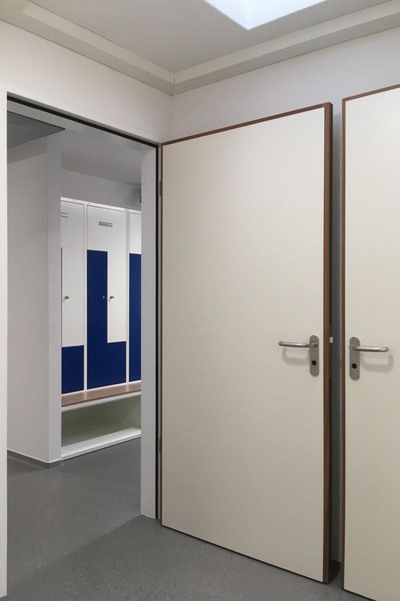 Türen zur Garderobe