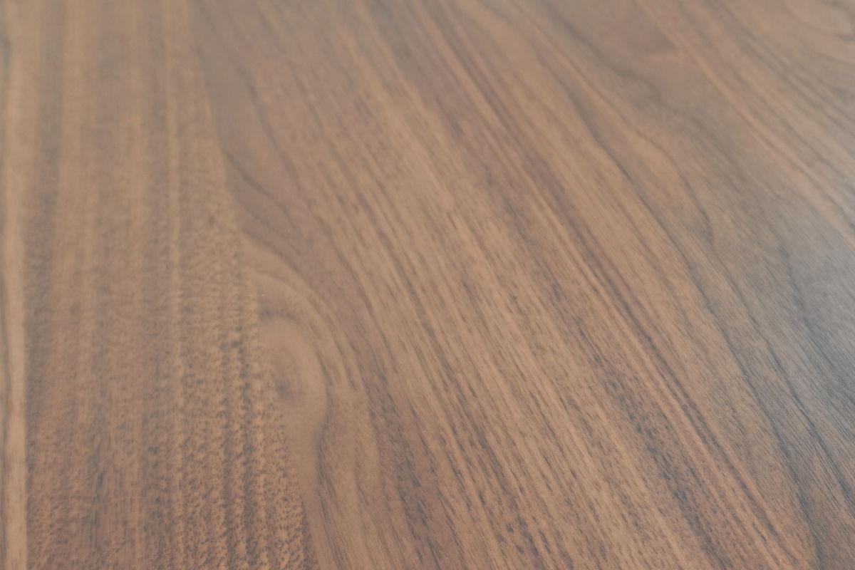 Nach dem Abschleifen und Ölen wirkt die Tischplatte wie neu.